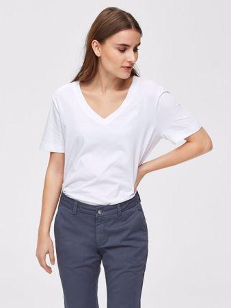 Hvit t skjorte i 70 % EcoVero™ viskose og 30 % økologisk bomull